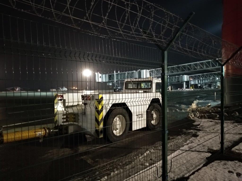 Наш забор в аэропорту Храброво